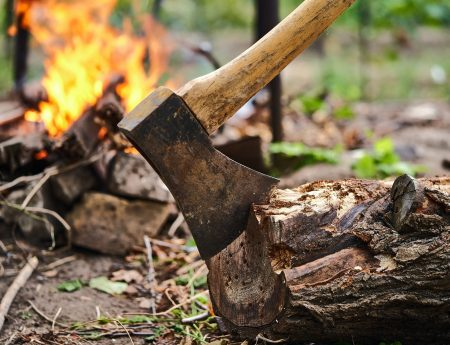 Survival Knife vs the Axe - Which is Better and Why